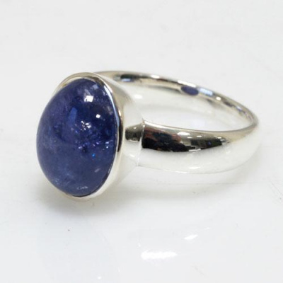 Anello in Ag 925 con cabochon in Tanzanite