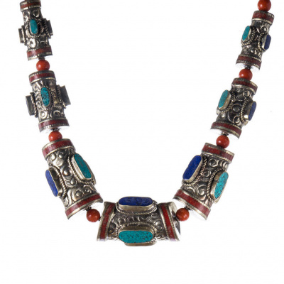 Collana Etnica di Turchese, Corallo, Lapislazzuli e Argento Tibetano