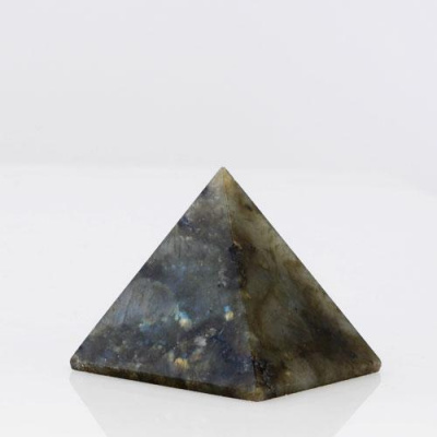 Piramide in Labradorite