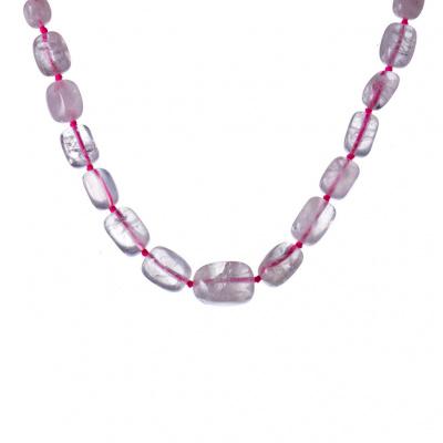 Collana corta di Quarzo Rosa, elementi irregolari digradanti