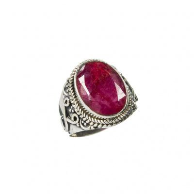 Anello con Rubino ovale e Argento 925