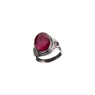 Anello cabochon ovale di Rubino e Argento 925