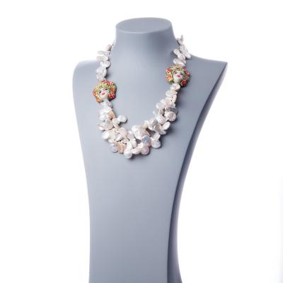 Collana lunga in Perle Keshi bianche, ceramica di Caltagirone e Argento 925 rodiato