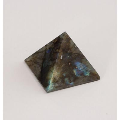 Piramide in Labradorite