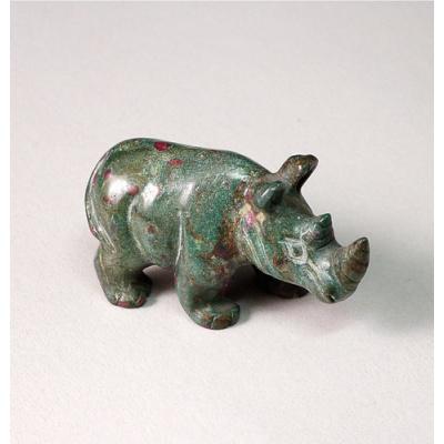Rinoceronte in Ruby-Fuchsite