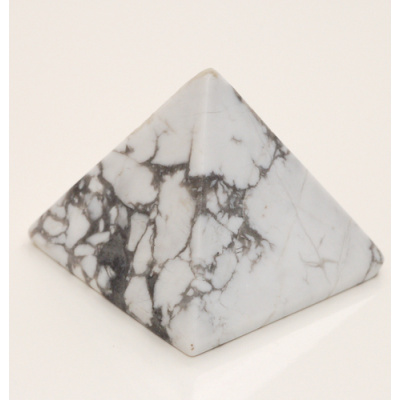 Piramide in Howlite Bianca
