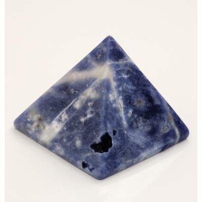 Piramide in Sodalite