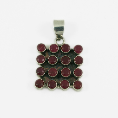 Ciondolo con gemme sfaccettate di Rubino e Ag 925