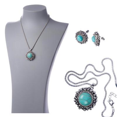 Parure elegante con pendente di Resina turchese